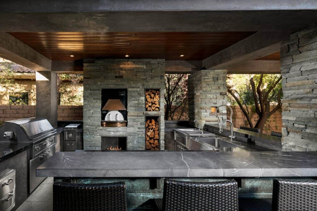 Outdoor Luxury Kitchen